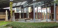 Lapidarium unter einem Sheddach