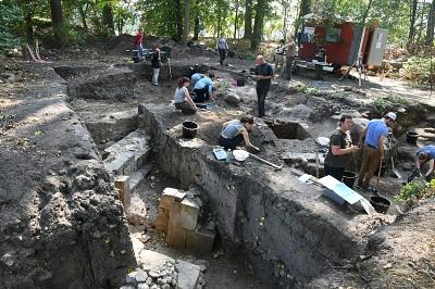 """""""Tag der offenen Grabung"""" am 12. September 2018 auf der Burg Wölpe"""